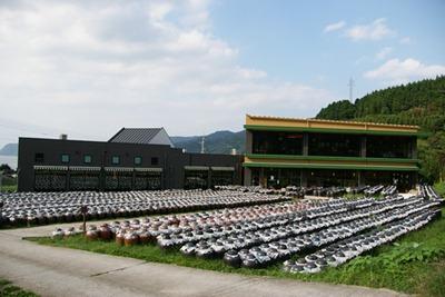 本物の壷畑に併設された日本初の黒酢レストランです