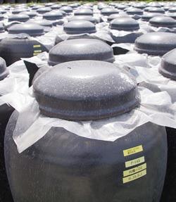 アマン壷と呼ばれる壷で熟成される福山黒酢