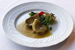 豚肩肉と玉葱の蒸し煮込み 黒酢風味